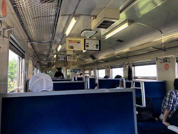 七重浜駅発車直後の車内