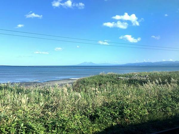 車窓から見た内浦湾と駒ケ岳