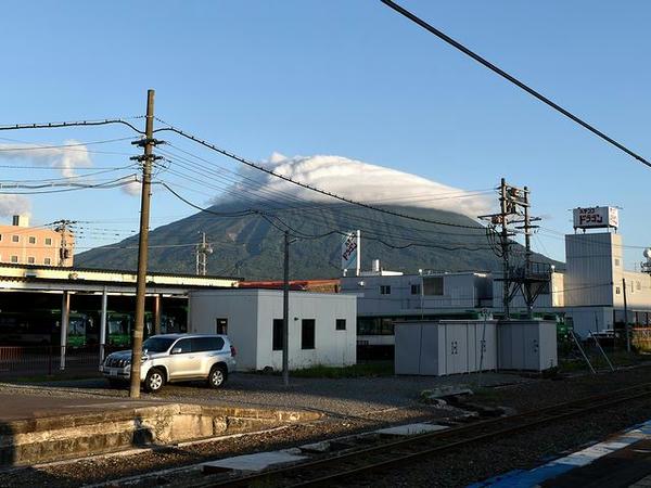 倶知安駅のホームから見た羊蹄山
