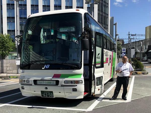 札幌駅北口で乗客を待つ無料送迎バス