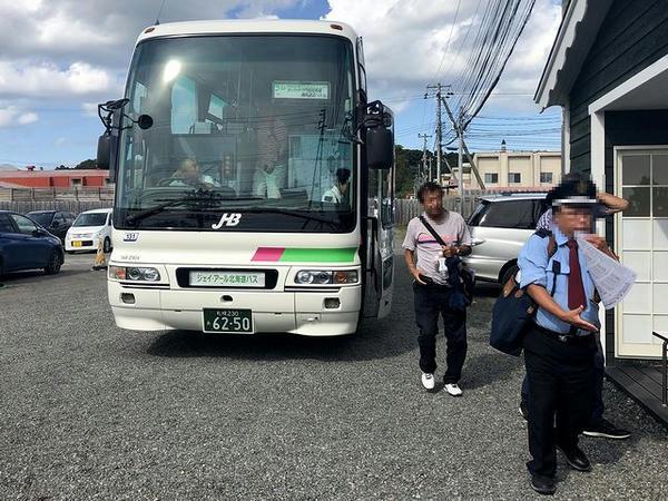 門別競馬場に到着した無料送迎バス