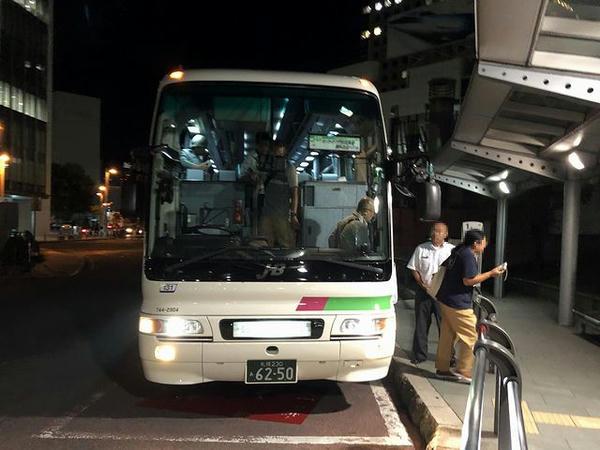 札幌駅北口に到着した無料送迎バス