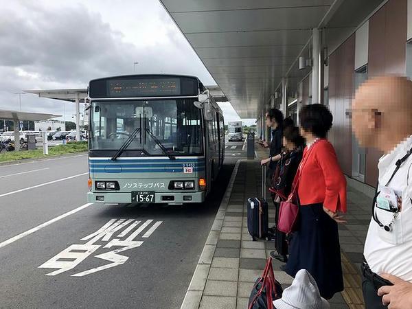 茨城空港バス乗り場に入ってきた空港連絡バス