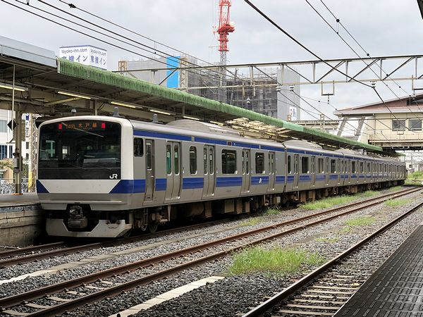 小山駅に停車中の水戸線普通列車