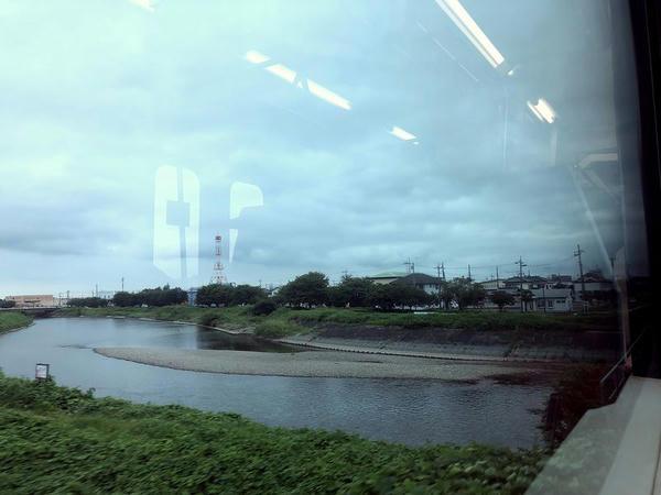 新治駅-下館駅間で五行川を渡る