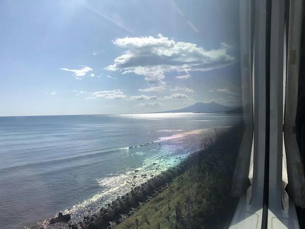 車窓から見た内浦湾(噴火湾)と駒ヶ岳