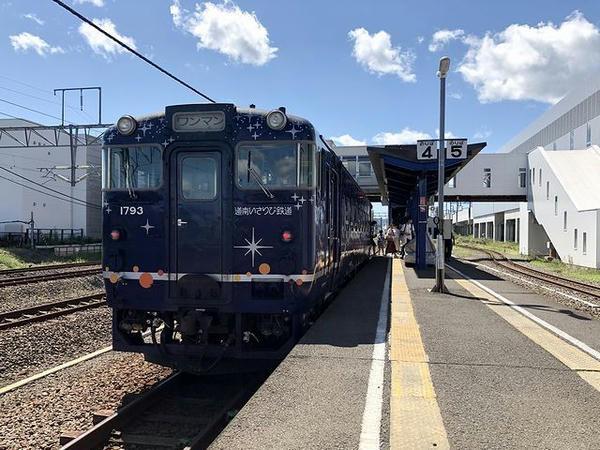 木古内駅に停車中の道南いさりび鉄道函館行き普通列車