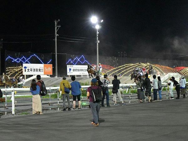レース中の様子(夜間・第2障害)