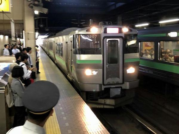 札幌駅に入ってきた停車中の快速エアポート72号