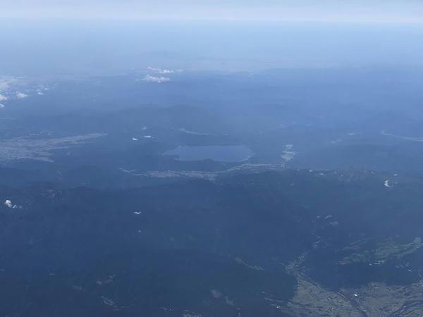 機窓から見た田沢湖