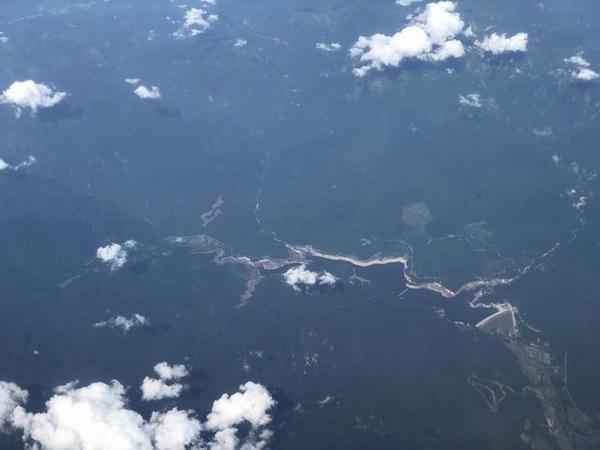 機窓から見た胆沢ダム