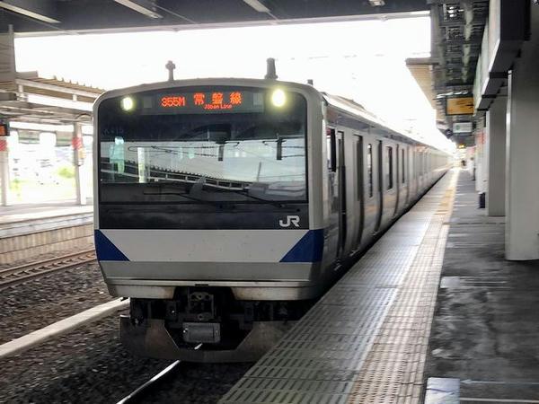 石岡駅に入ってきた常磐線勝田行き普通列車