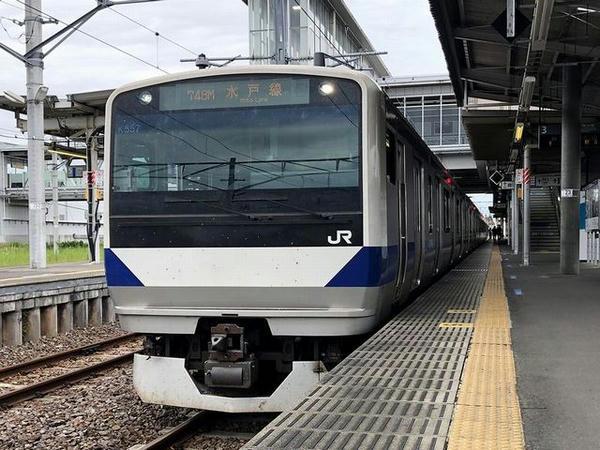 友部駅に停車中の水戸線小山行き普通列車