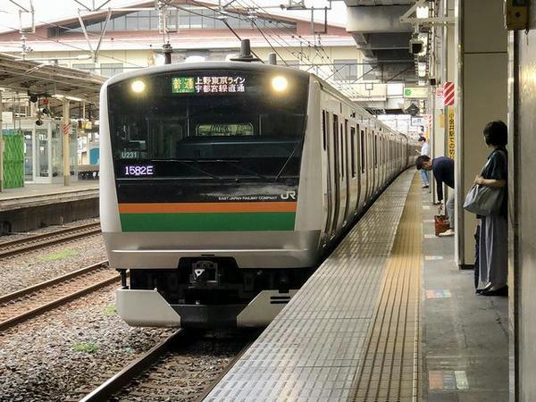 小山駅に入ってくる上野東京ライン宇都宮行き普通列車