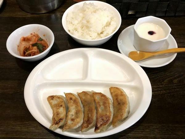焼き餃子セット(ウーロン茶を杏仁豆腐に変更) 400円
