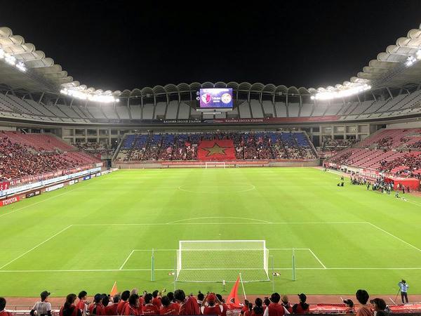 ビジター側ゴール裏から見たスタジアム(選手入場時)