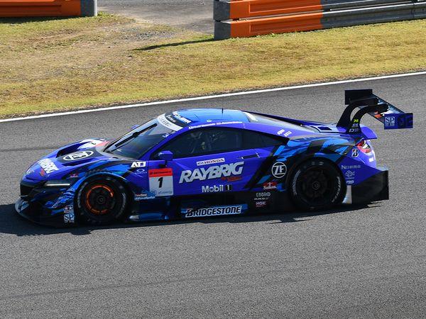 ジェンソン・バトン選手がドライブする#1 RAYBRIG NSX-GT