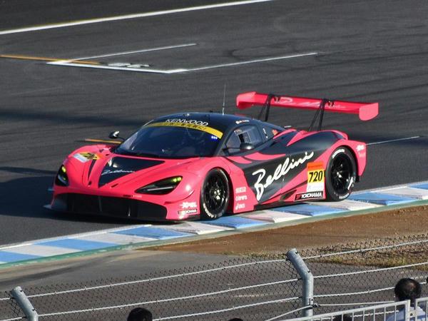 GT300のポールポジションを獲得した#720 McLaren 720S(アレックス・パロウ選手)