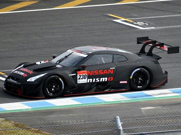 走行する2020年型ニッサン・GT-R NISMO GT500