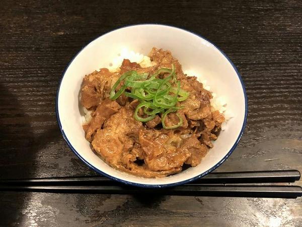 もつ煮丼(小) 210円