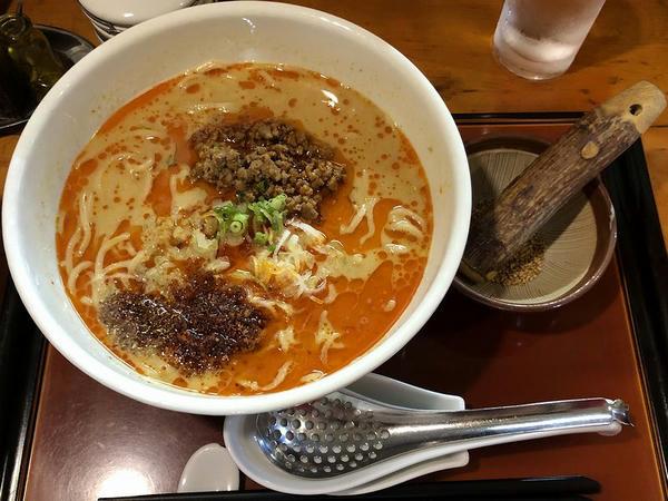 麻辣担々麺 830円 + 辛さ増し 50円 + 痺れ増し 70円