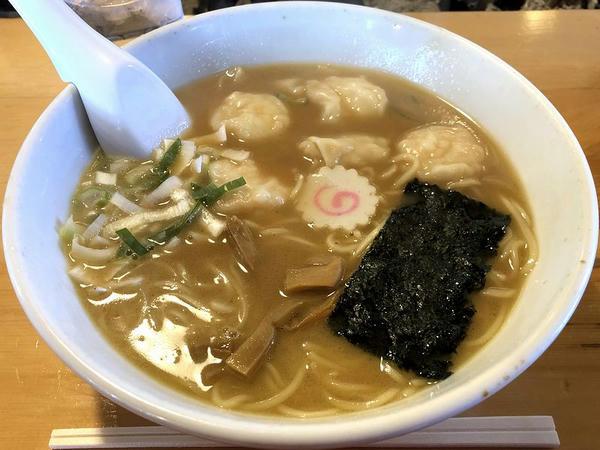 海老ワンタン麺 980円