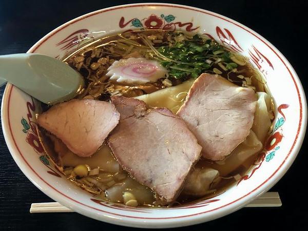 ワンタン麺 950円