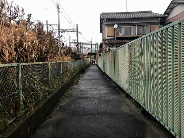 笠松駅東口へと続く通路