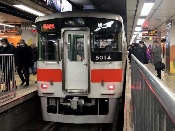 大阪梅田駅(阪神)に停車中の山陽姫路行き直通特急
