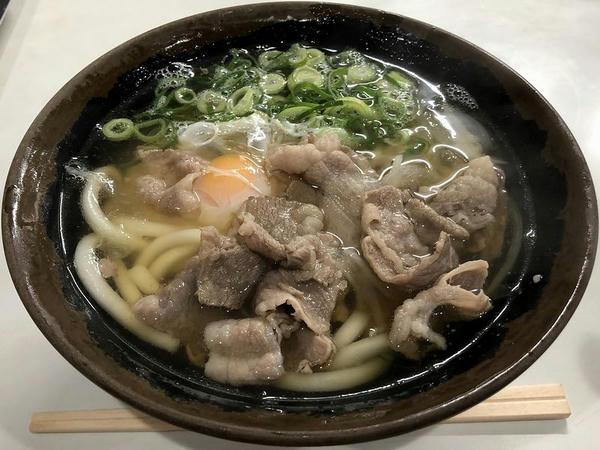 肉うどん 370円 + 生玉子 50円