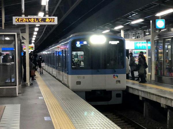 尼崎駅に入ってくる高速神戸行き普通列車