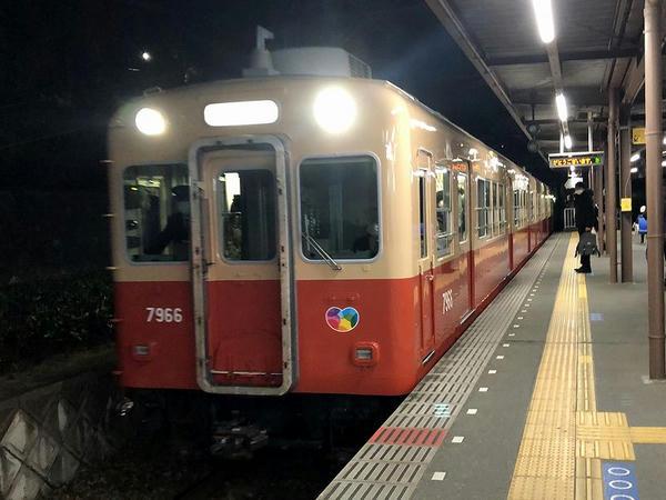 武庫川駅に入ってくる折返し武庫川団地前行き普通列車
