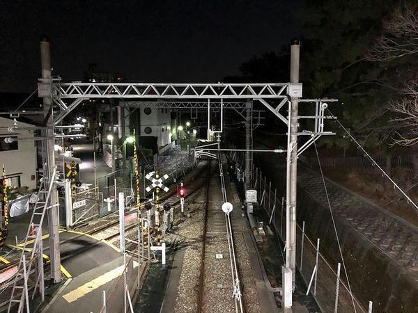武庫川駅阪神本線上りホーム連絡通路から北方向(左が武庫川連絡線)を望む