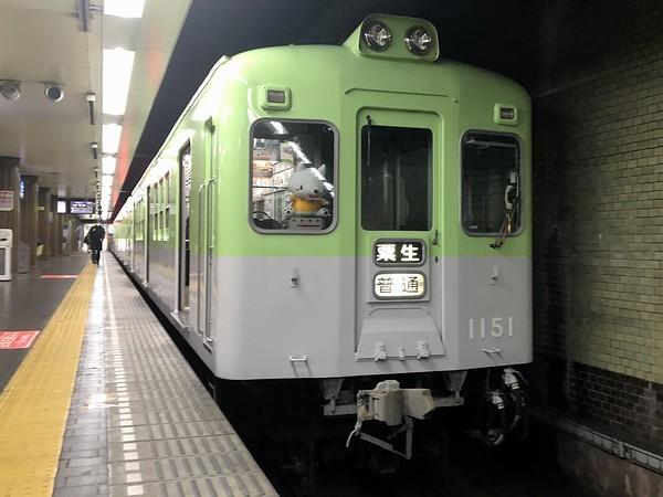 新開地駅に停車中の粟生行き普通列車
