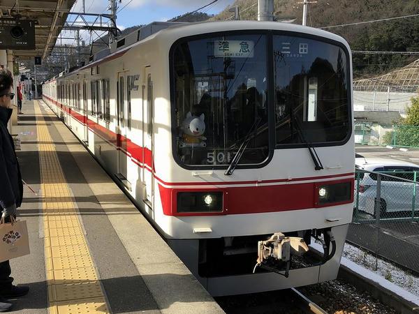 有馬口駅に入ってくる三田行き準急列車