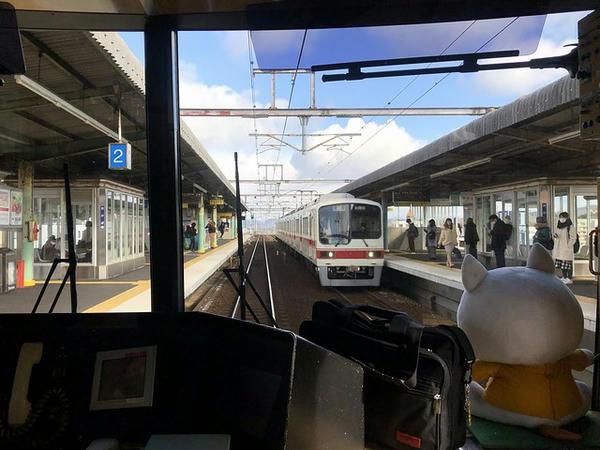 岡場駅進入
