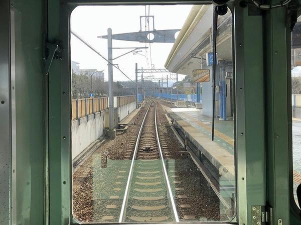 南ウッディタウン駅進入