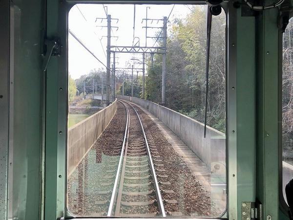 フラワータウン駅-横山駅間(トンネルとトンネルの間)