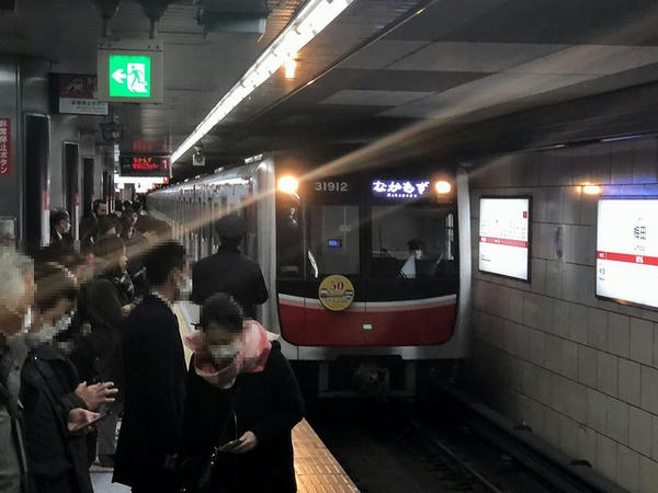 梅田駅に入ってくるなかもず行き普通列車