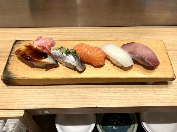 夕食にいただいた寿司