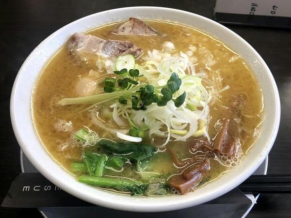 味玉二代目UWO中華そば 980円