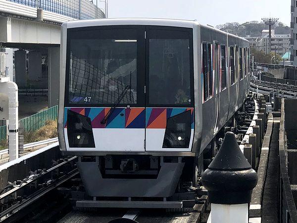 新杉田駅に入ってくる折返し金沢八景行き普通列車