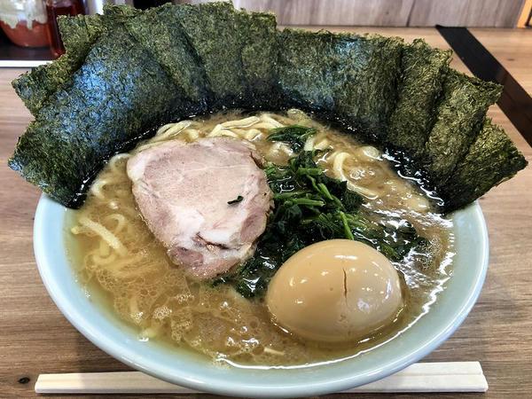 横濱ラーメン 並 720円 + 味付半熟玉子 100円 + 海苔増し(5枚) 100円