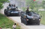 装輪装甲車と戦車