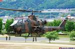 着陸するAH-1S