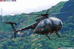 着陸するOH-6D