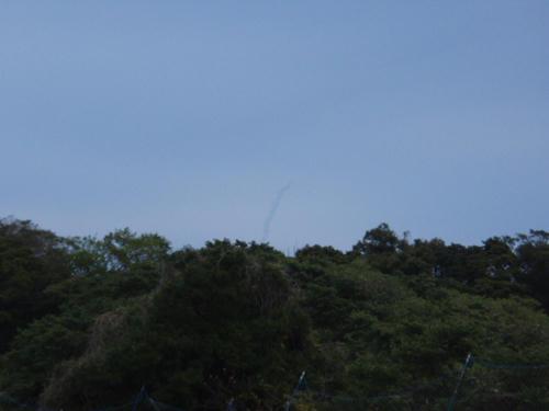 テントを準備してたらロケット打ち上げ!高速インターネット衛星だそうです。
