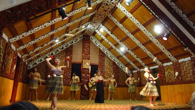 tepuia_dancers.jpg