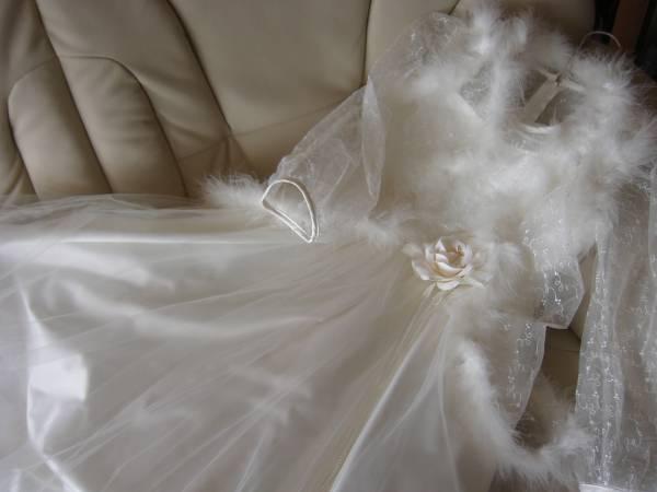 未使用 ボリュウムたっぷり純白ドレス