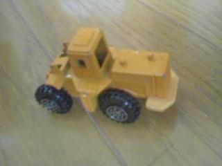 ショベルの部品を遊び壊してしまった工事用車